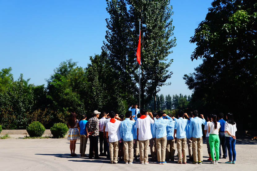 More than 30 students gather for a flag-raising ceremony at Linfen Red Ribbon School, Shanxi province, Sept. 1, 2016. Fan Yiying/Sixth Tone