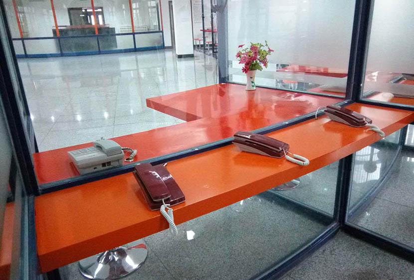 The meeting room for guests and prisoners at Yancheng Prison, Hebei province, Sept. 22, 2016. Li Lubao for Sixth Tone