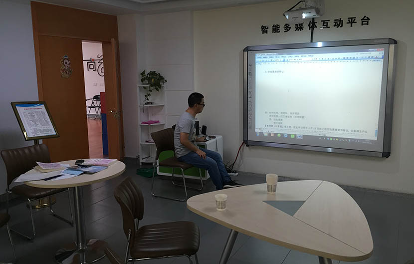 Dong Ming sits in the classroom at his local community center after his students leave in Tongling, Anhui province, Sept. 24, 2016. Fu Danni/Sixth Tone