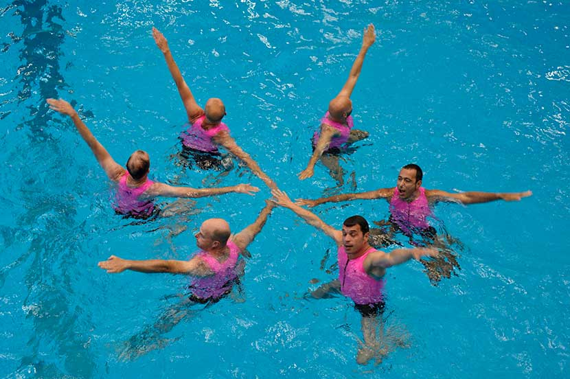 Athletes perform in the men's synchronized swimming competition during the 8th Gay Games in Cologne, Germany, Aug. 5, 2010. Icola Datiche/WOSTOK PRESS/MAXPPP/VCG