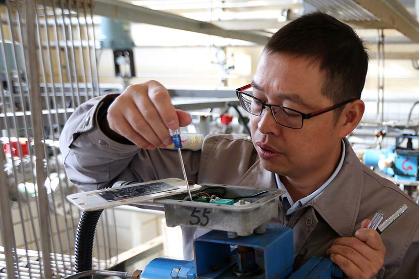 Xiong Xianchao at his lab, 2016. Courtesy of Bei Fang