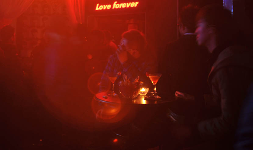 Guests sit at a table to watch a gay couple's wedding ceremony at a bar in Chengdu, Sichuan province, Jan. 3, 2010. VCG