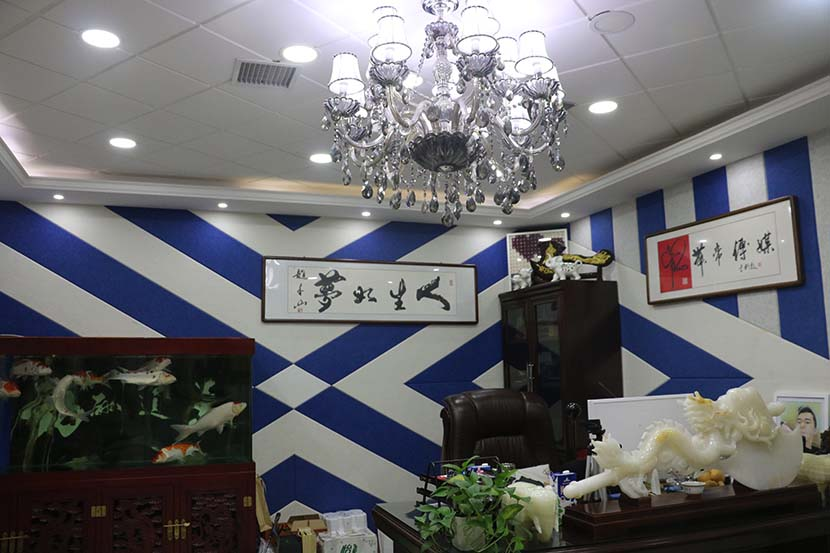 Gifts from his fans adorn the inside of Yu Li's office in Gongzhuling, Jilin province, Nov. 9, 2016. Yin Yijun/Sixth Tone