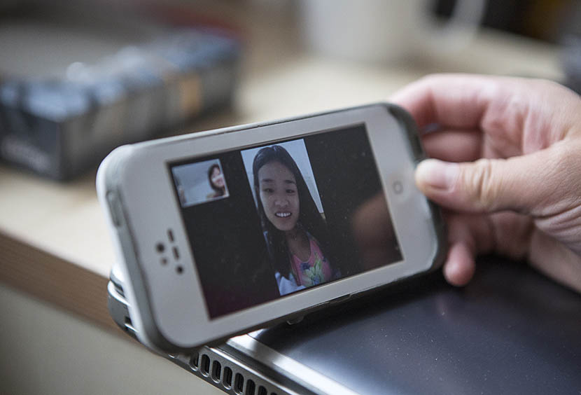 Chen Minghua chats with her friend Chen Chunchun during a video call from her dorm room in London, June 7, 2016. Zhang Lijie for Sixth Tone
