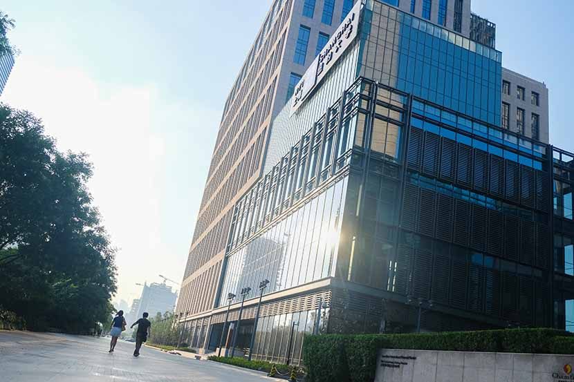 People walk by a building on the New York University Shanghai campus in Pudong New Area, Aug. 5, 2014. The campus is located in one of the most expensive parts of the city. Jia Yanan/Sixth Tone