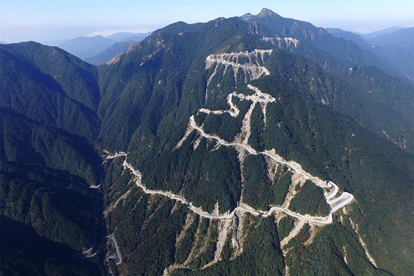 An aerial photo shows the road built on Shikengkong Mountain in the Nanling National Nature Reserve, Guangdong province, Dec. 6, 2016. Yang.W/Greenpeace for Sixth Tone