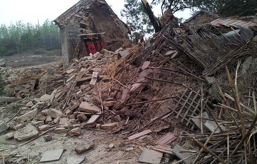 Rubble left over after the demolition of the house in Dingjiashan Village, Changle County, Shandong province, 2013. @gongxiangdonglushi from Weibo