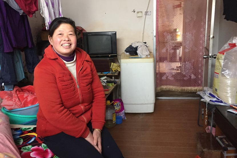 Cheng Jinhua sits at home in Pi Village, Beijing, Dec. 30, 2016. Fu Danni/Sixth Tone