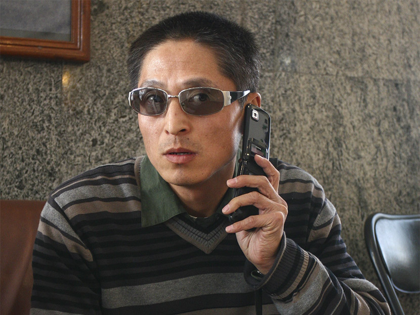 Tao Shaoming, a former distance-running coach for the Chinese national team, talks on the phone after the 2007 Beijing International Marathon, Beijing, Oct. 21, 2007. ChinaFotoPress/VCG