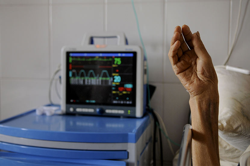A person with AIDS receives treatment at a hospital in Kunming, Yunnan province, Nov. 20, 2010. Zhang Yongqiang/VCG