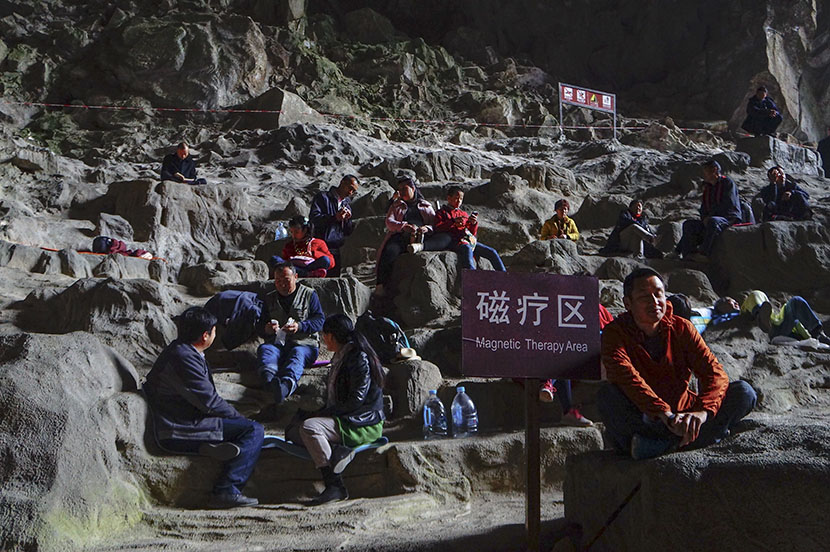 Tourists sit and chat inside Baimo Cave to receive geomagnetic therapy in Bama County, Guangxi Zhuang Autonomous Region, Feb. 1, 2017. Fan Yiying/Sixth Tone