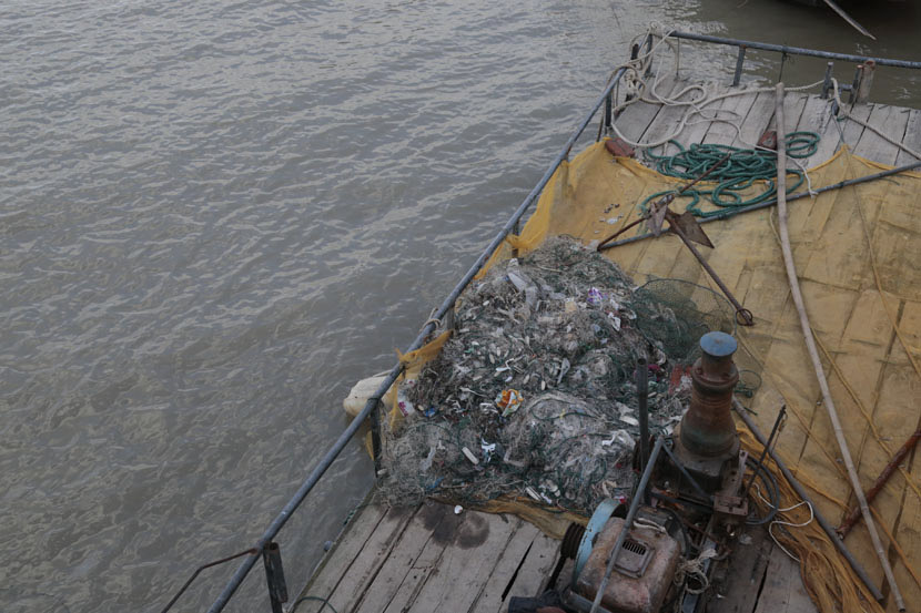 Trash has become caught in the nets of fishermen on the Yangtze River in Taicang, Jiangsu province, Dec. 27, 2016. Li You/Sixth Tone