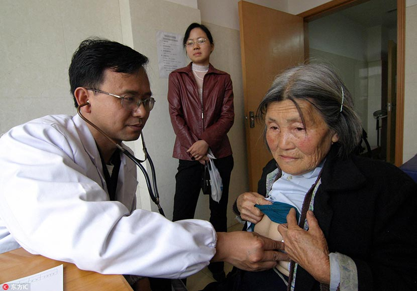 Hu Weimin takes a patient's vital signs at a hospital in Loudi, Hunan province, April 23, 2006. IC
