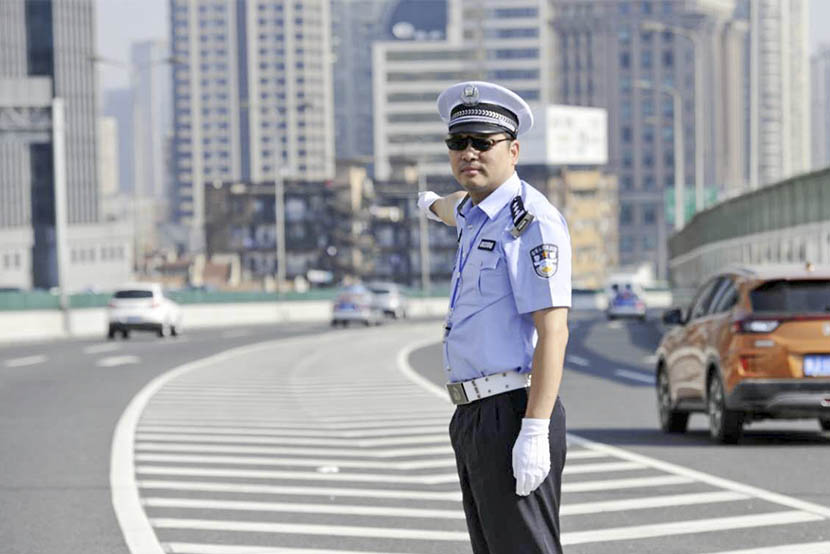 Wei Kairen, a former deputy head of traffic police in Shanghai, is seen on duty. Courtesy of the Shanghai Traffic Police Corps