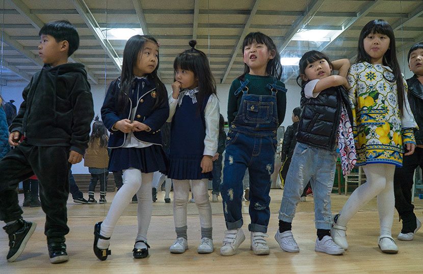 Children learn to pose for the camera during a child modeling class in Hangzhou, Zhejiang province, March 12, 2017. Wu Yue/Sixth Tone