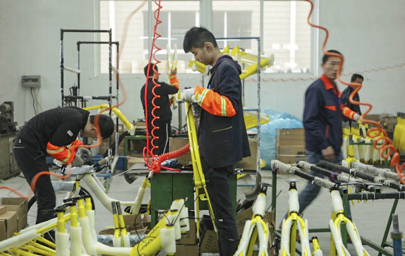 Workers assemble bicycles at a Phoenix bicycle factory in Danyang, Jiangsu province, March 30, 2017. Zhong Changqian/Sixth Tone
