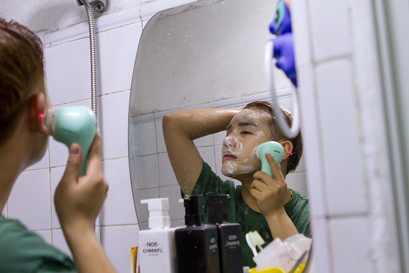 A young man who has undergone several cosmetic surgeries washes his face in Changchun, Jilin province, April 11, 2016. Lan Yang/IC