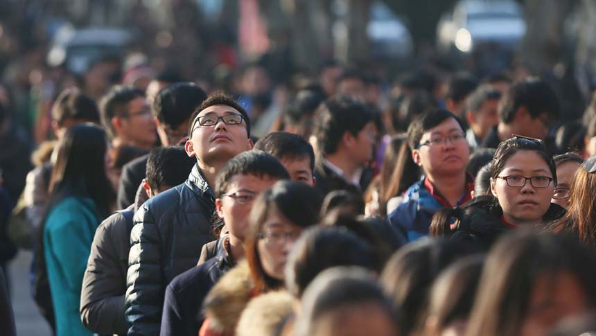 Students wait to take the civil service examination in a test center of Hefei University of Technology, Nov. 29, 2015. Niu Zai/IC