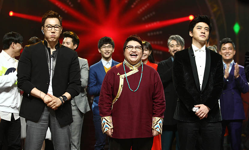Han Hong, center, wins the third season of 'I Am a Singer.' Changsha, Hunan province, March 28, 2015. VCG