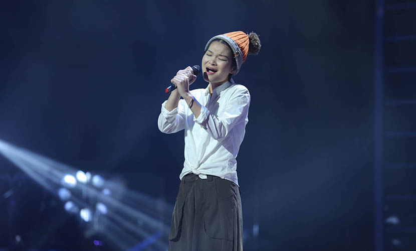 Su Yunying performs original song 'Ye Zi' in the second season of 'Sing My Song.' Beijing, Jan. 7, 2015. VCG