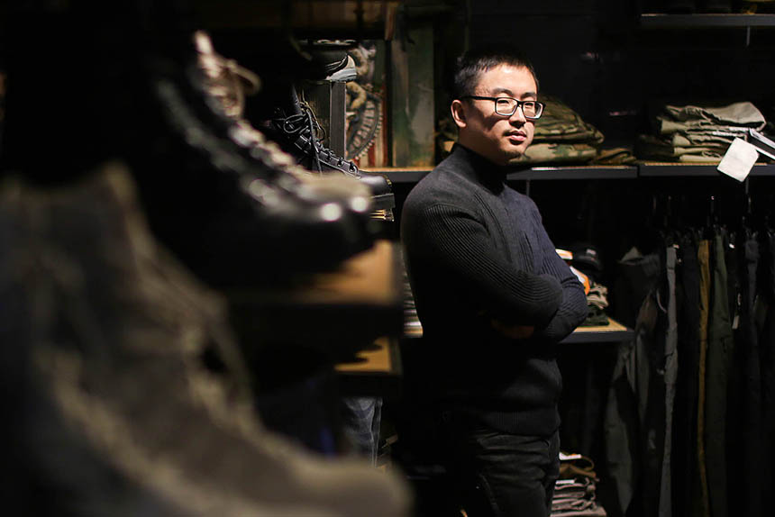 Jiang Lei at a showroom of Iron Blood's brand of military gear in Beijing, Jan. 19, 2016. Quan Yi/Sixth Tone