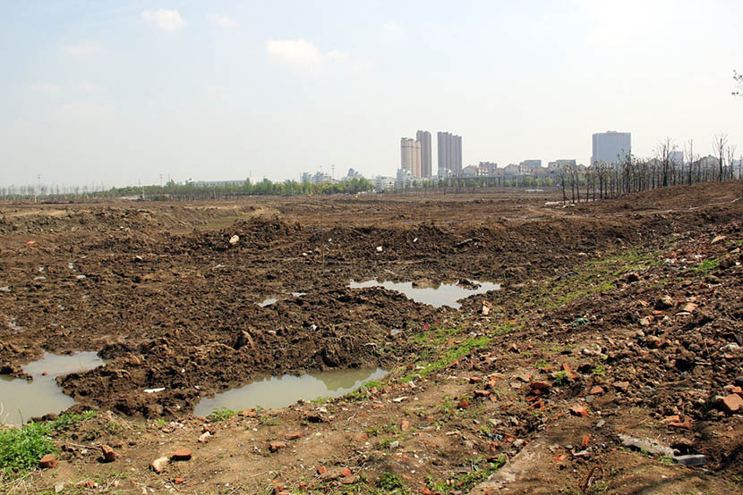 A view of the toxic site which used to be a chemical factory next to the new campus of Changzhou Foreign Languages School in Changzhou, Jiangsu province, April 18, 2016. IC