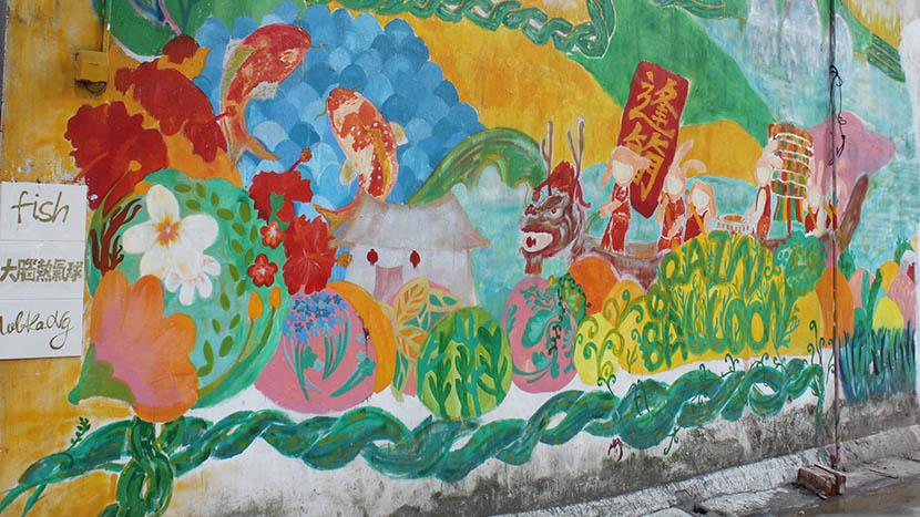 A graffiti mural by Wu Jiawen and her team in Fengjian Village, Shunde, Guangdong province, Feb. 4, 2016. Cai Yiwen/Sixth Tone