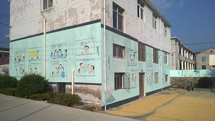 Propaganda murals on the side of a building in Liyang, Ninghai County, Zhejiang province, October 2015. Yang Yadong/Sixth Tone