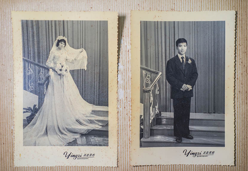Wedding photos of Yao Guozhu and his wife, taken at a studio in Shanghai in the late 1970s, April 16, 2016. Wu Yue/Sixth Tone