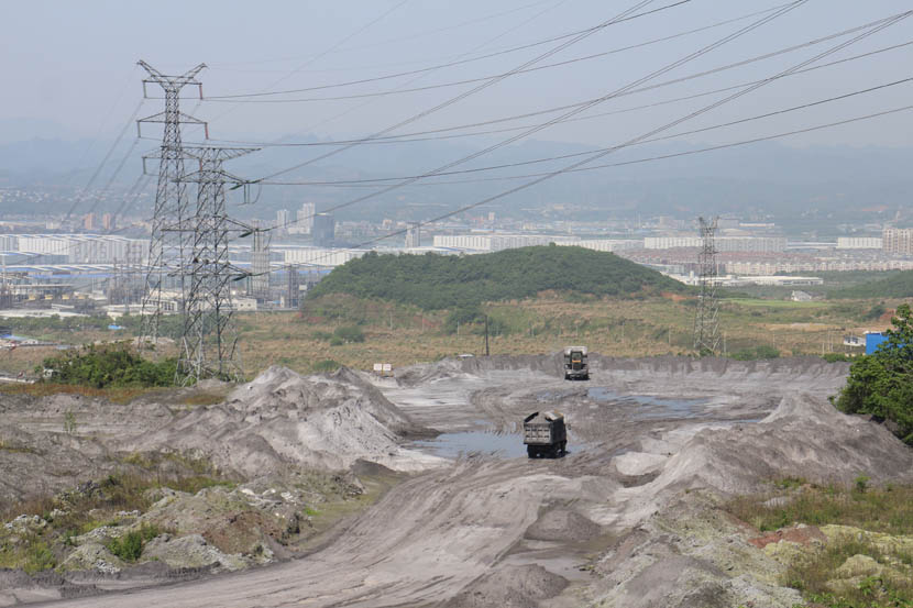 A view of a sulfuric acid dump site in use and owned by Hubei Yihua Chemical Industry Co. Ltd., Yichang, Hubei province, April 18, 2016. Shi Yi/Sixth Tone
