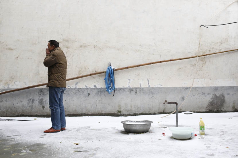 Liu Yi stands in his snow-covered backyard in Wenlou Village, Shangcai County, Henan province, Nov. 24, 2015. Xu Haifeng/Sixth Tone