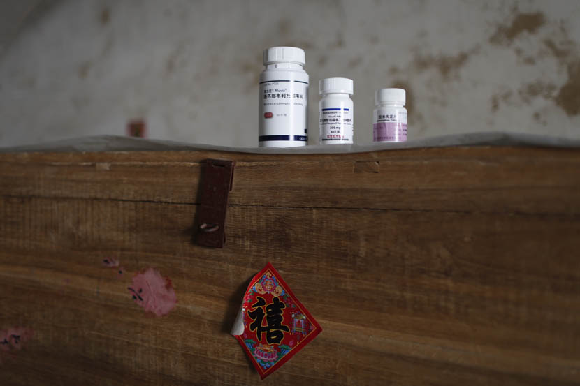 Three bottles of pills on the headboard of Fan Yong's bed, Wenlou Village, Shangcai County, Henan province, Nov. 24, 2015. Xu Haifeng/Sixth Tone