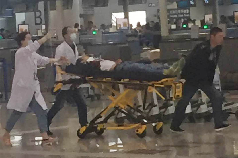 Paramedics transport a person at Shanghai Pudong International Airport, June 12, 2016. Wu Jingjing for Sixth Tone