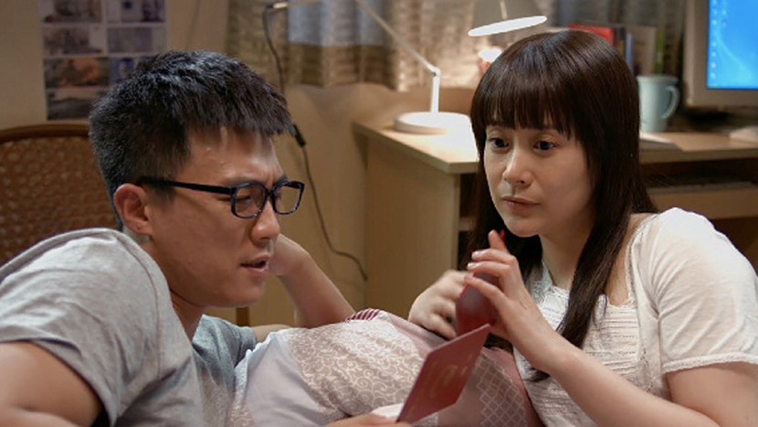 A still frame from 'Nu Bu Qiangda Tian Bu Rong' shows Zheng Yuqing and her husband at their home.