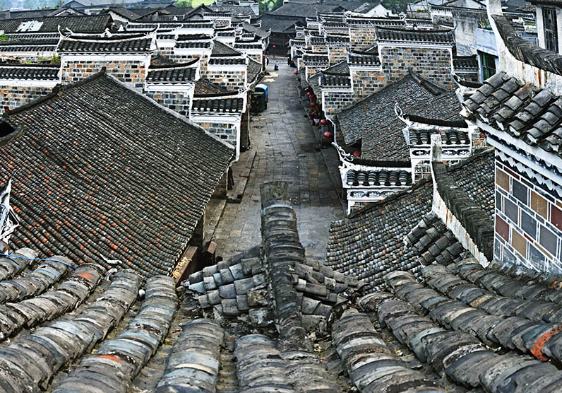 An old street in Liye Town, Hunan province, Aug. 9, 2012. Xiao Dianchang/IC