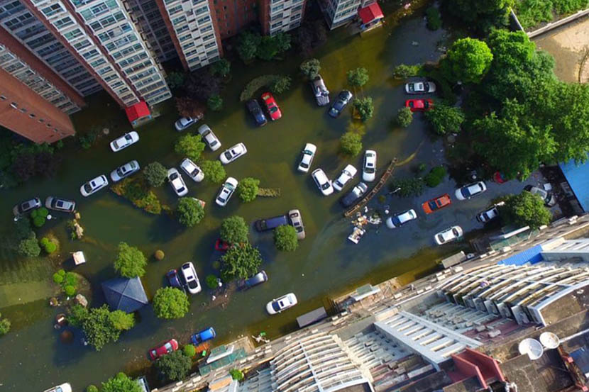 An aerial view of the Nanhu Elegant Garden residential community, which has been flooded since early July, Wuhan, Hubei province, July 8, 2016. Gu Yifan/Sixth Tone
