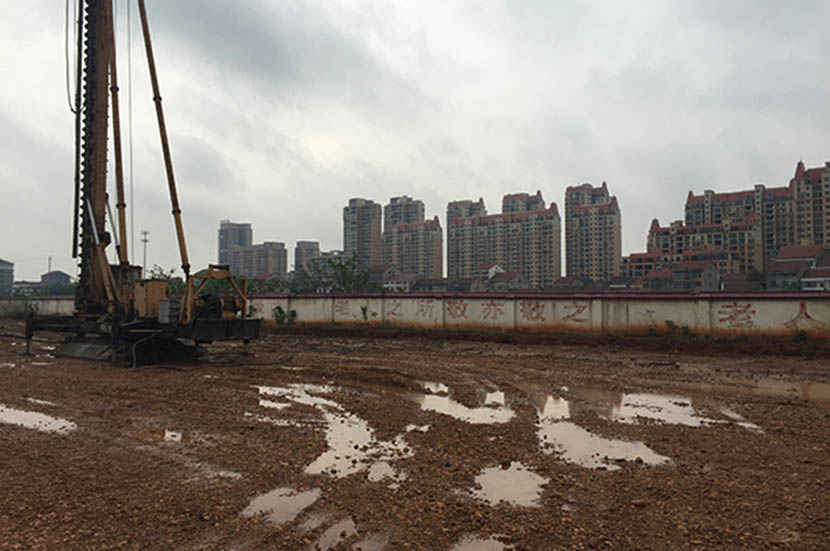 The construction site of nursing home Yitianyuan's expansion project in Li County, Changde City, Hunan province, July 2016. Zhao Meng/Sixth Tone