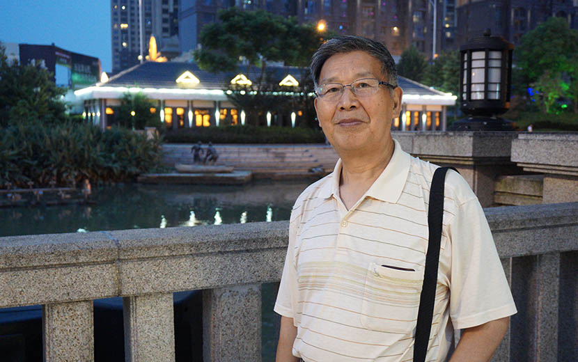 Chen Liansheng, now 70, poses for a photo in downtown Wuhan, Hubei province, Aug. 5, 2016. Feng Jiayun/Sixth Tone