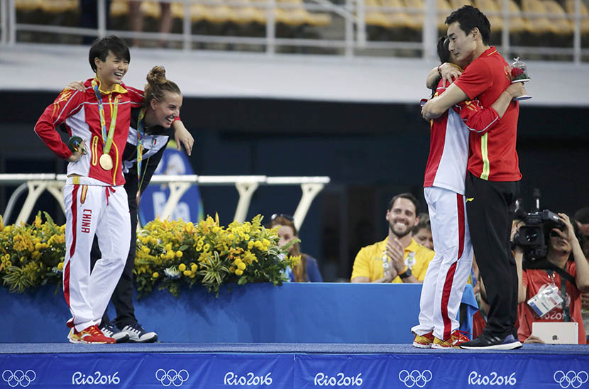 He Zi receives a marriage proposal from fellow Olympic diver Qin Kai moments after she was presented with a silver medal, Rio de Janeiro, Brazil, Aug. 14, 2016. Marcos Brindicci/Reuters