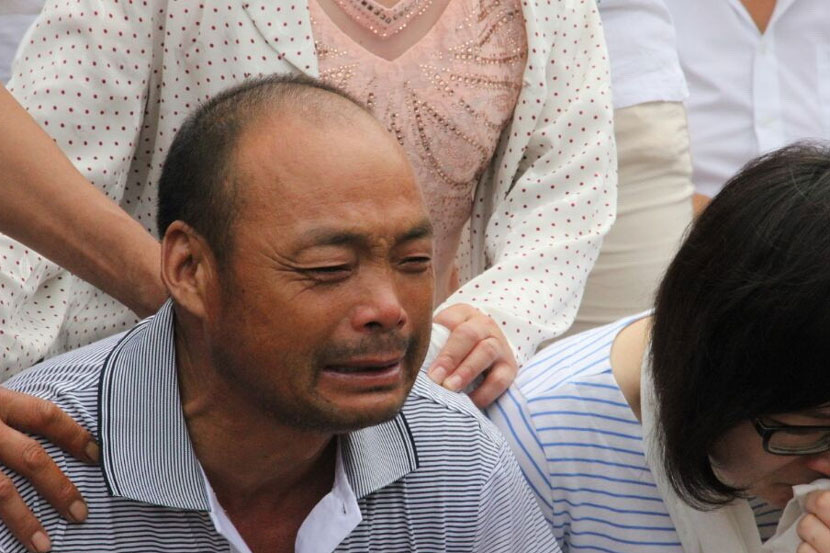 Xu Yuyu's father cries at his daughter's funeral in Linyi, Shandong province, Aug. 22, 2016. Zhang Bin/IC