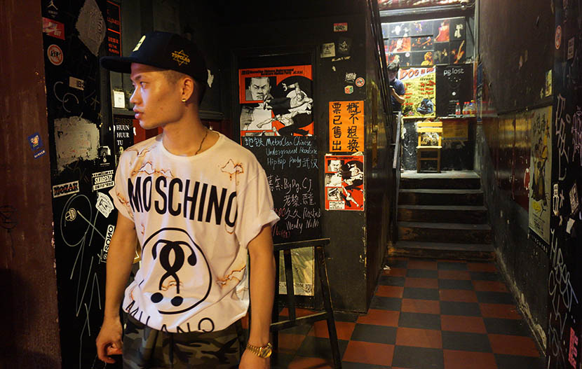 Huang Xianzhe stands at the entrance of Vox, a live music venue in Wuhan, Hubei province, Aug. 5, 2016. Feng Jiayun/Sixth Tone