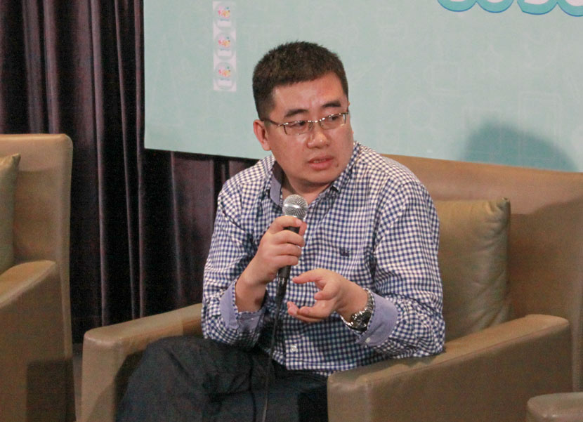 Ding Jie shares his experiences with college students in Nanjing, Jiangsu province, Oct. 10, 2014. Courtesy of Ding Jie