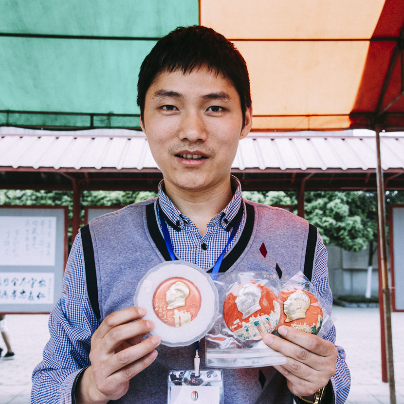 Li Dongyang holds up his collection of Mao badges, Anren Town, Dayi County, Sichuan province, April 8, 2017. Barclay Bram Shoemaker/Sixth Tone