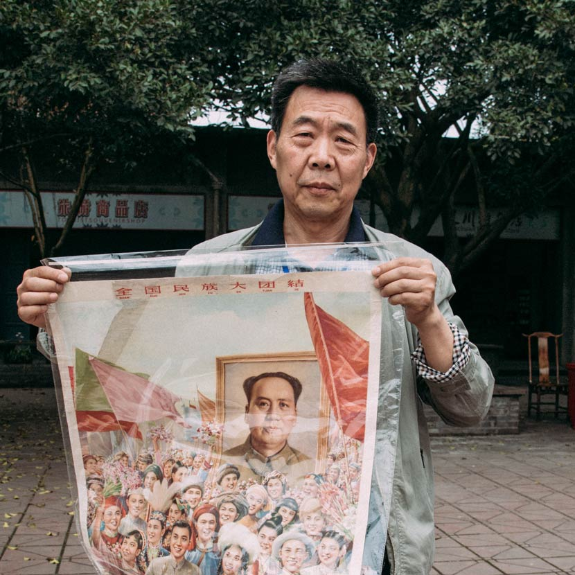 Xu Mingquan with a poster showing Mao's portrait being held up by the crowd at a parade, Anren Town, Dayi County, Sichuan province, April 8, 2017. Barclay Bram Shoemaker/Sixth Tone