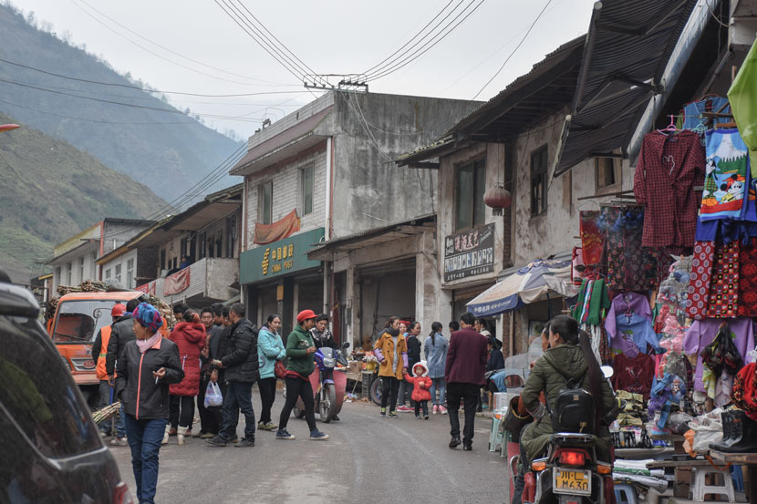 A view of a town center in Mabian Yi Autonomous County, Sichuan province, March 28, 2017. Courtesy of Xu Yang/Southwestern University of Finance and Economics