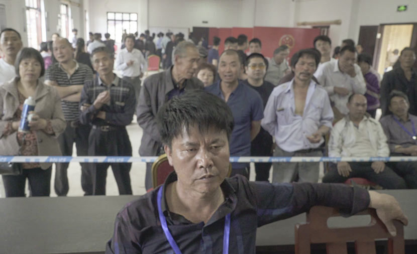 Villagers gather to watch ballots being counted on election day in Xumin Village, Ninghai County, Zhejiang province, May 5, 2017. Wu Yue/Sixth Tone