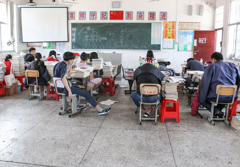 Students in the non-advanced academic track sit in class in Guanzhuang Township, Hunan province, May 17, 2017. Cai Yiwen/Sixth Tone