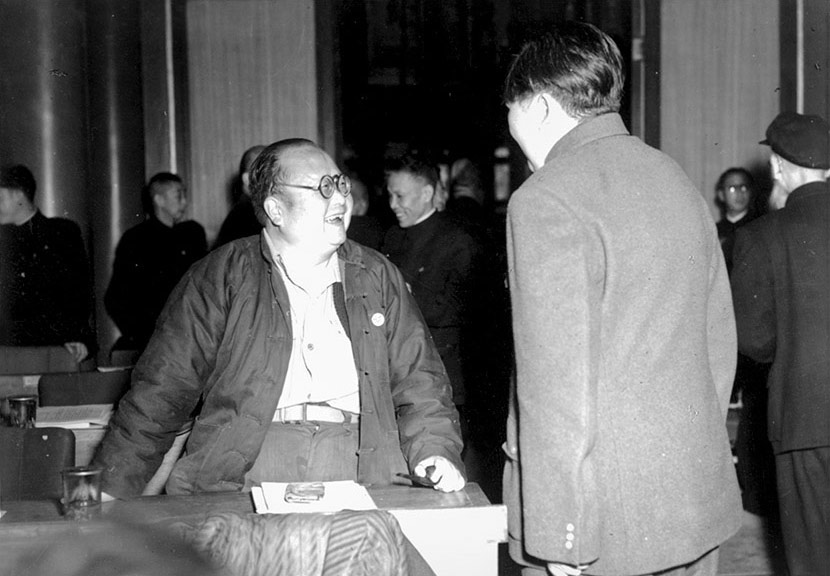 Sociologist Pan Guangdan talks to Mao Zedong during a break in a meeting at the Chinese People's Political Consultative Conference being held in Beijing, Oct. 23, 1951. Courtesy of 'Old Photos'