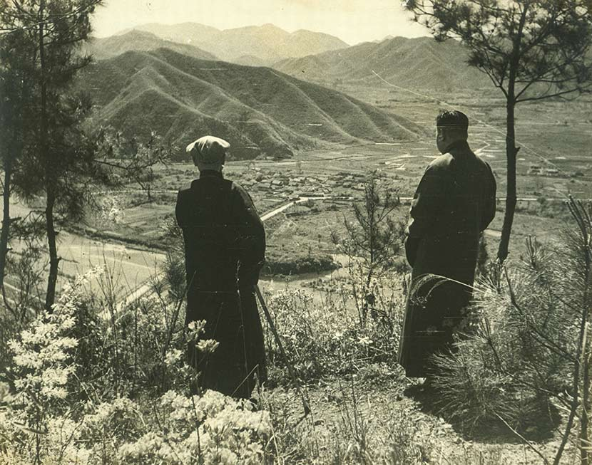 Chiang Kai-shek (left) and Chiang Ching-kuo look into distance in Fenghua, Zhejiang province, 1949. Courtesy of 'Old Photos'