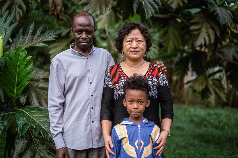 Elly Amani Gamukama (left), Yuan Zhongshun, and their son pose for a photo in Entebbe, Uganda, March 24, 2018. Hannah Reyes Morales for Sixth Tone